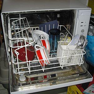 English: A countertop dishwasher
