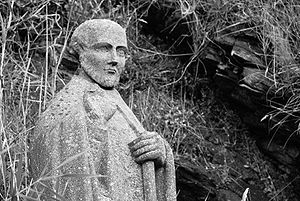 Saint-Gildas-de-Rhuys: Statue of Saint-Gildas....