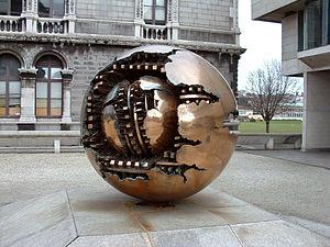 English: Taken by Jasonm Sculpture by Arnaldo ...