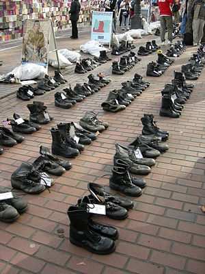 Combat boots as memorial to American soldiers ...