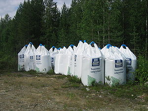 English: Forest fertilizer bags at Hillatie in...