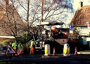 English: Men at Work Men at work in Topsham ro...