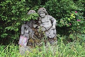 Steinplastik im Rosengarten in München