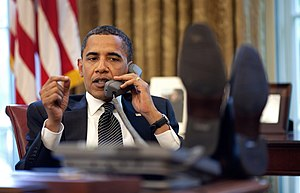 English: President Barack Obama talks with Isr...