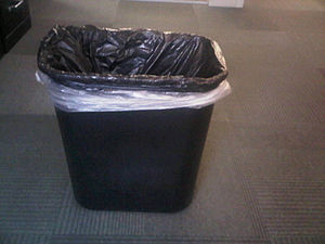 English: A typical office trash can