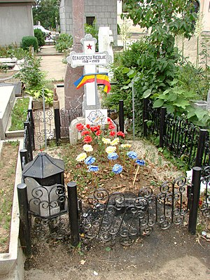 English: Grave of the former dictator Nicolae ...