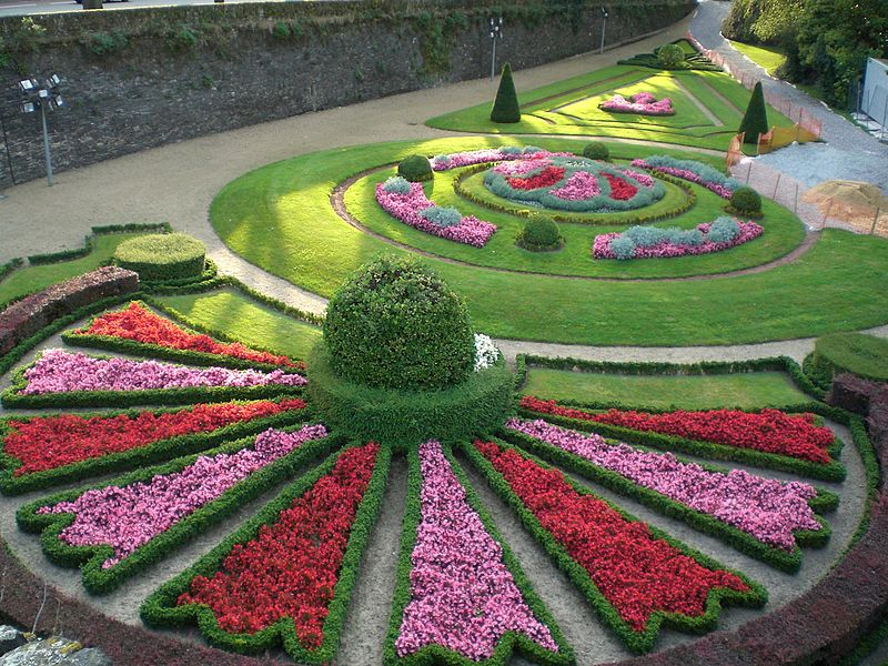 Jardin chateau angers multicolore