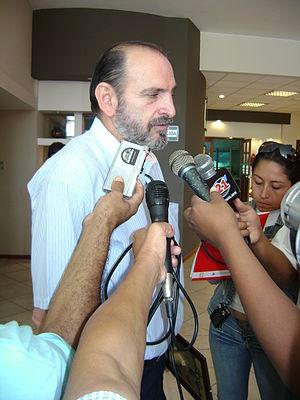 Español: Yehude Simon Munaro declarando a la p...