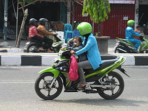 Bahasa Indonesia: Seorang anak yang tidak meng...