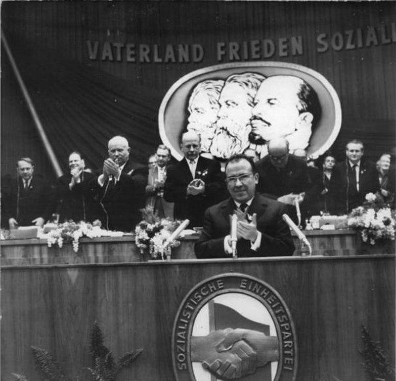 File:Bundesarchiv Bild 183-B0121-0010-064, Berlin, VI. SED-Parteitag, 6.Tag.jpg