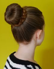 bun hairstyle - wikipedia