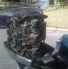 2002 evinrude 90 ficht wiring diagram thermostat outboard motors wikipedia 1979 70 hp cowling and air silencer removed exposing its shift throttle spark advance linkages flywheel three carburetors