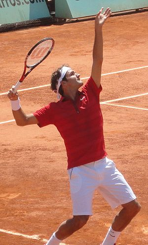 Français : Roger Federer au service pendant so...