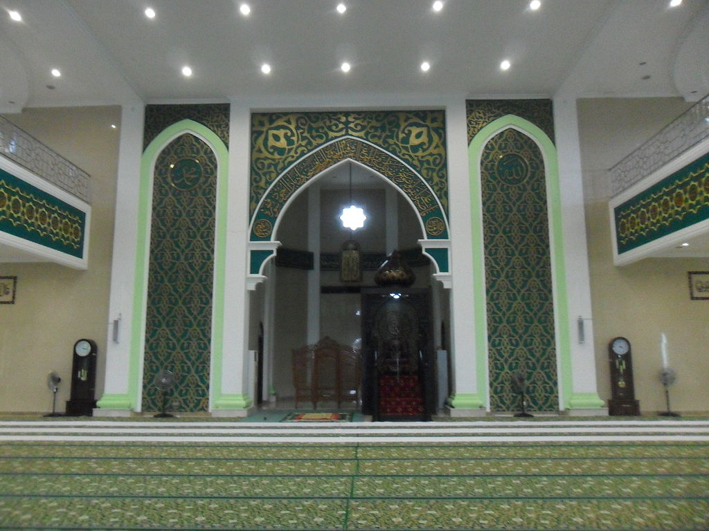 FileInterior of Nurul Falah Great Mosque Paserjpg
