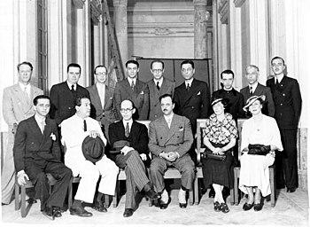 Manuel Bandeira (3º da esquerda para direita em pé), Alceu Amoroso Lima (5ª posição) e Dom Hélder Câmara (7ª) e sentados (da esquerda para direita), Lourenço Filho, Roquette-Pinto e Gustavo Capanema - Rio de Janeiro 1936.