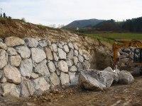 File:Retaining wall Gravity Stone.JPG - Wikimedia Commons