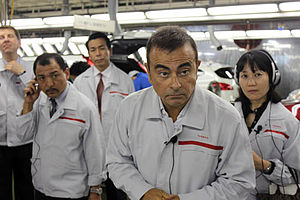English: Carlos Ghosn answering reporters' que...