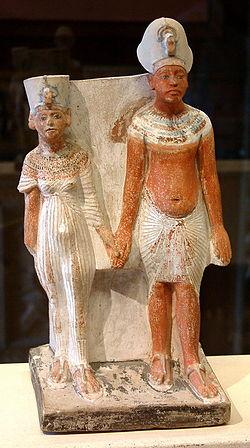 Akhenaton e Nefertiti Calcare dipinto Parigi Museo del Louvre