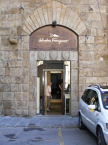 375px-Museo_Salvatore_Ferragamo.jpg