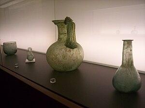 Español: Vidrio romano (botella, jarro, unguen...