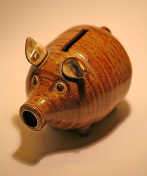 A Piggy bank (penny bank/money box) Français :...