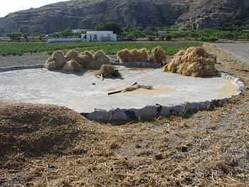 English: Threshing place. The circle is made f...