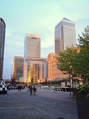 Canary Wharf Tower (1, Canada Square) and the ...