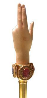 La main de justice est une insigne du pouvoir royal