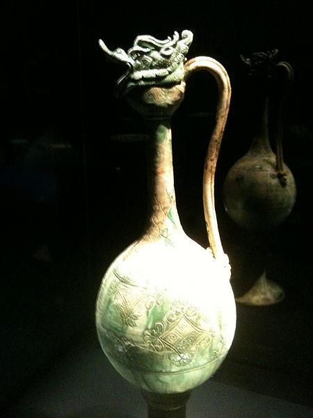 File:Monumental ewer from the Belitung shipwreck, ArtScience Museum, Singapore - 20110319.jpg
