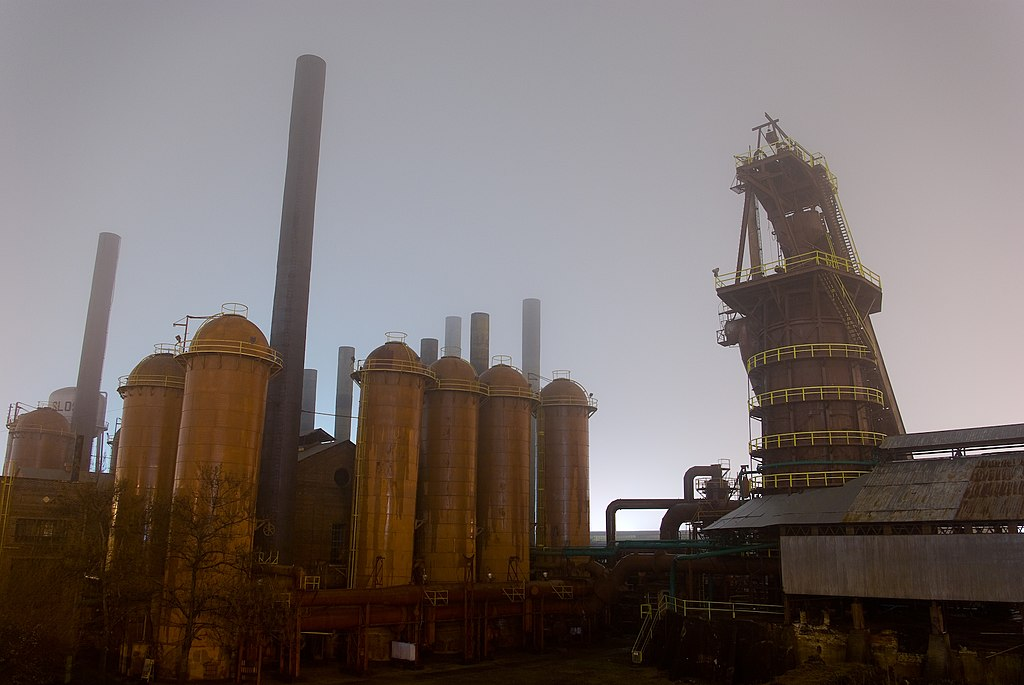 File:Sloss Furnace, night fog.jpg