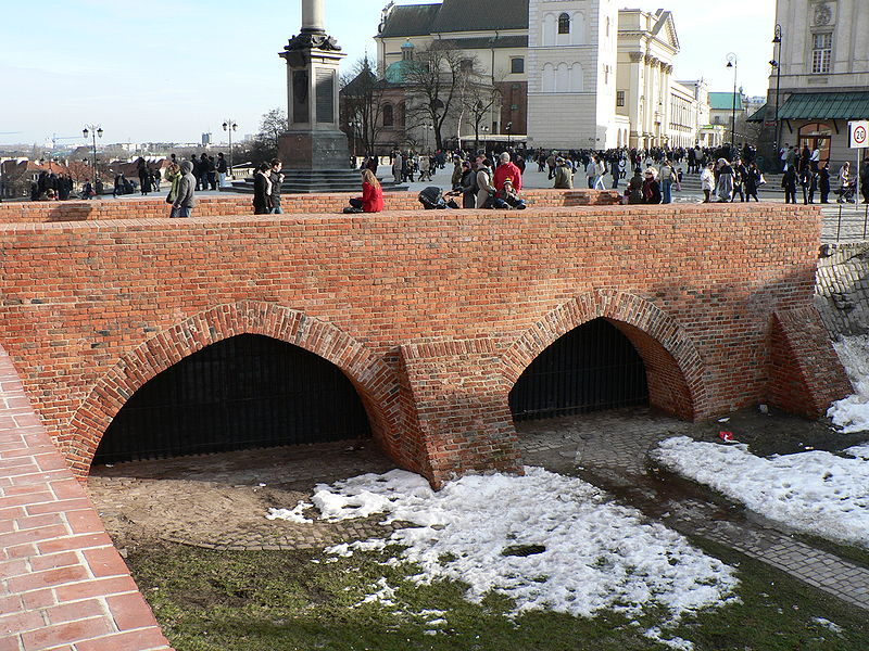 File:Warszawa, Stare Miasto, most gotycki.jpg