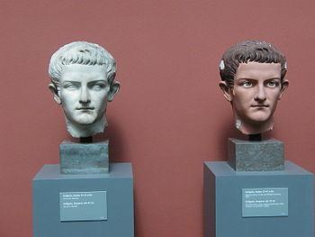 Deutsch: Marmorbüste des Caligula mit Farbrest...