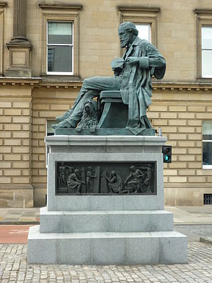 English: James Clerk Maxwell statue in George ...