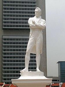 Tượng của ông Thomas Stamford Raffles, được dựng tại nơi ông đầu tiên đặt chân lên Singapore. Ông được xem là người tìm ra Singapore mới.