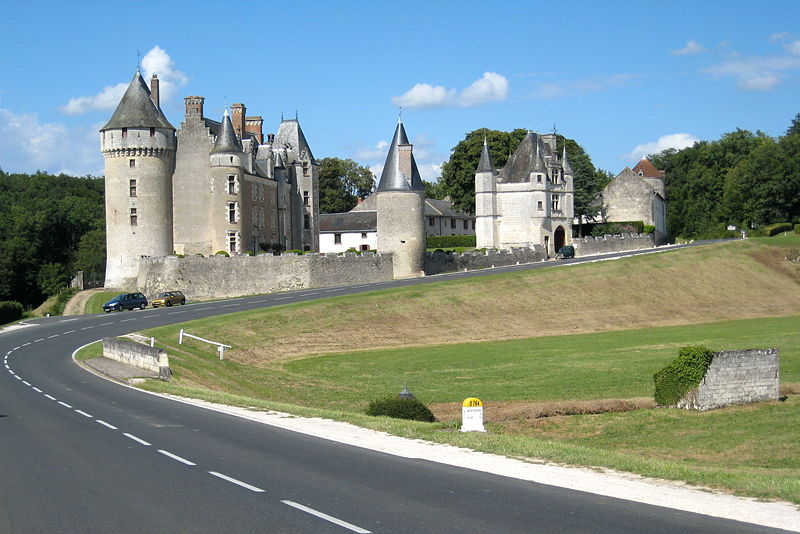 Chateau-de-montpoupon-ensoleille