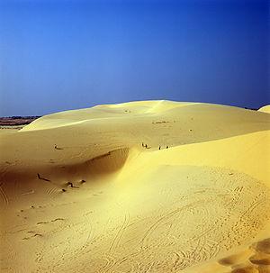 English: Famous white dunes of Mui Ne, Vietnam