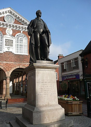 English: Statue of The Right Honourable Sir Ro...