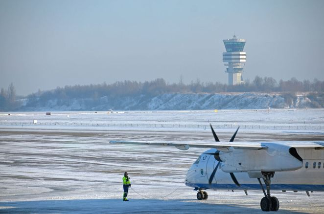 Winter Operations @ Brussels Airport January 2013 (8387469736)