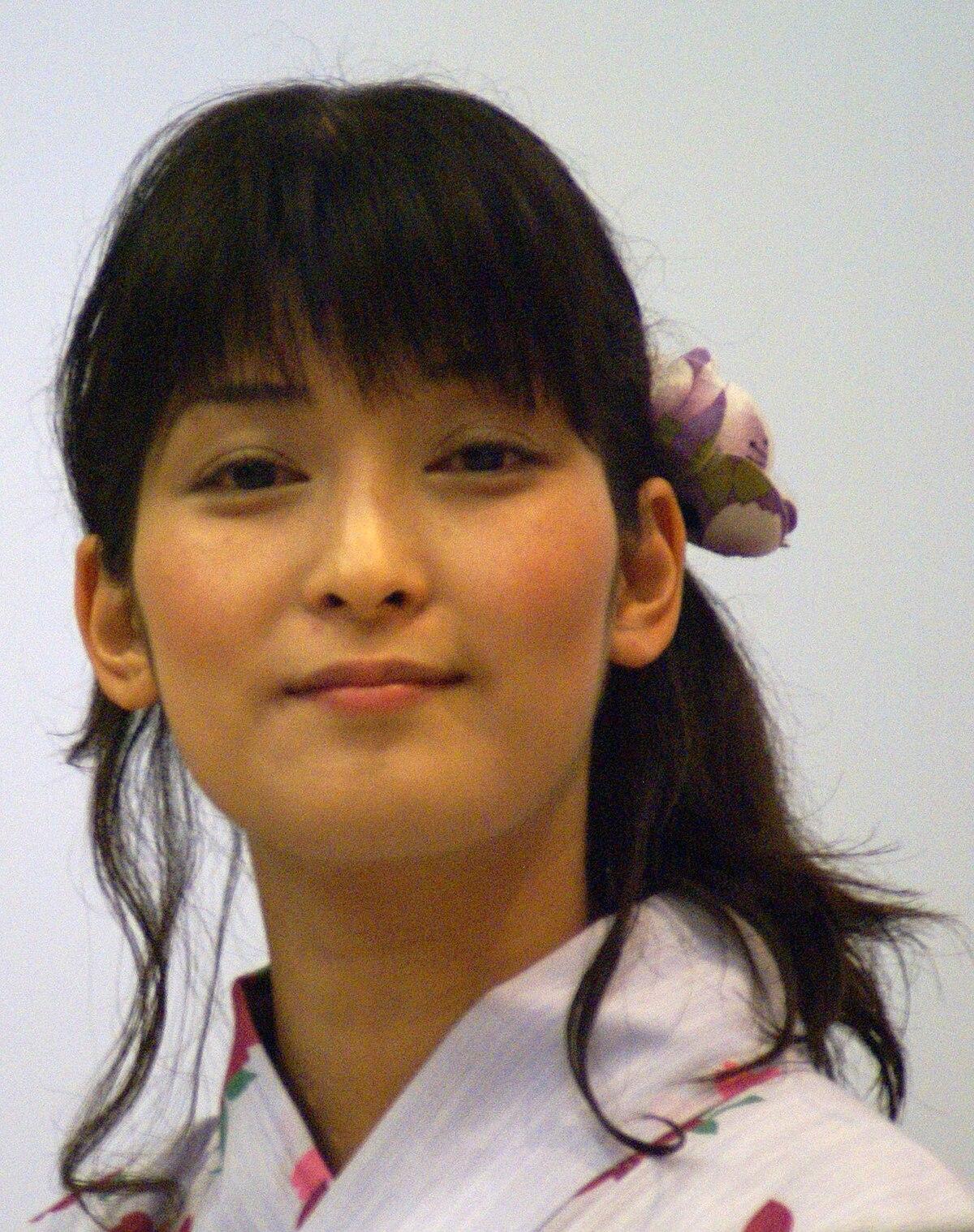Ayako Kawasumi - Wikipedia