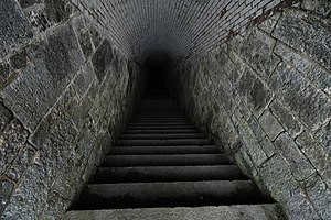 Scraesdon Fort - Steps leading down to lower l...