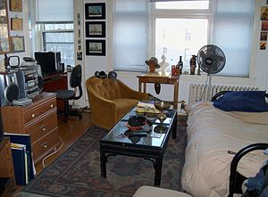English: The main room of a studio apartment i...