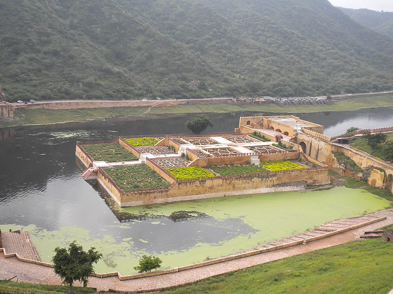 File:Amber Fort - Mahota Lake and Garden 2.jpg