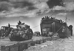Débarquement d'un char Sherman en Normandie
