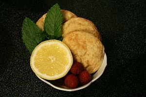 English: Lemon cookies in a cup with a lemon, ...