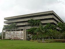 Edificio de la Facultad de Ciencias Ecónómicas y Sociales de la Universidad de Carabobo.