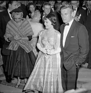 English: Actors Natalie Wood and Tab Hunter ar...