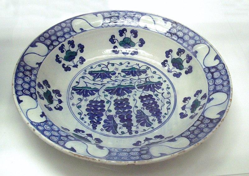 File:Stone paste dish Iznik Turkey 1550 1570.JPG