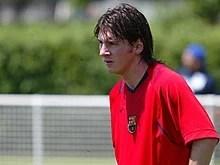 https://i0.wp.com/upload.wikimedia.org/wikipedia/commons/thumb/d/d9/Lionel_Messi_Barca_training.jpg/220px-Lionel_Messi_Barca_training.jpg