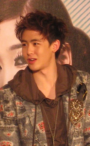 English: Nichkhun on stage at press conf. of W...