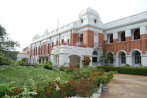 English: Royal College main building.